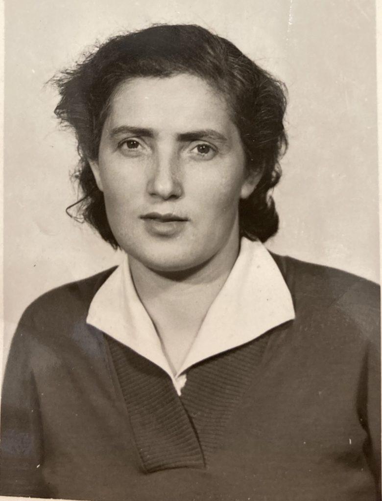 Léa WARECH en 1952 [DAVCC 21 P 617493]
