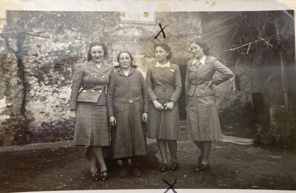 De gauche à droite : Malka, Brandla, Elka et Léa WARECH Vihiers [DAVCC 21 P 549271]